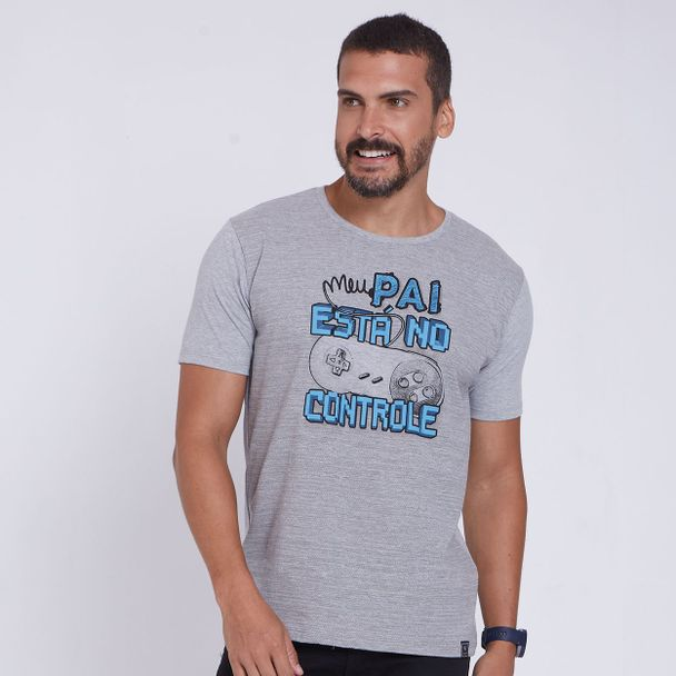 camiseta-meu-pai-esta-no-controle-frente